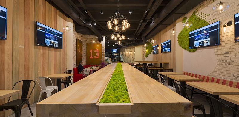 Внутренний интерьер одного из ресторанов