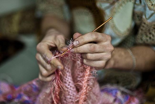 Бабушка за вязанием